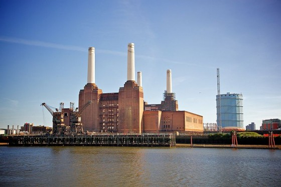 800px-Battersea_Power_Station,_London-22May2010