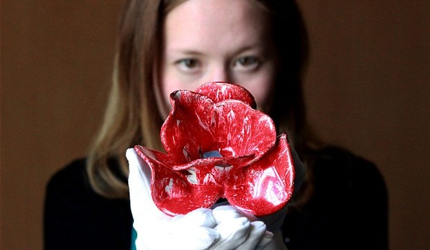 Tower of London to Fill in its Moat with Clay Poppies to Honor the World War I Centenary