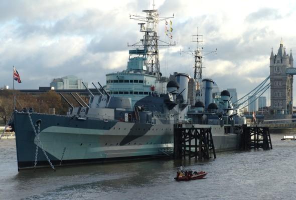 HMS_Belfast_(C35),_London,_England-16Dec2005_cropped