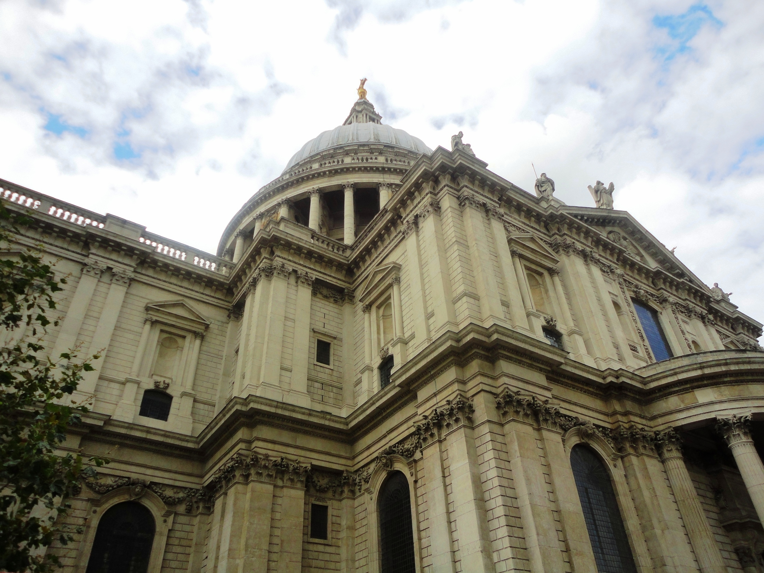 Guest Long Read: Cathedrals of London – Exploring St Paul's and Westminster Abbey – Which is Your Favorite?