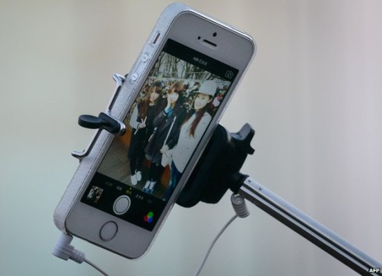 London Alert: Britain's National Gallery Bans the Use of the Selfie Stick