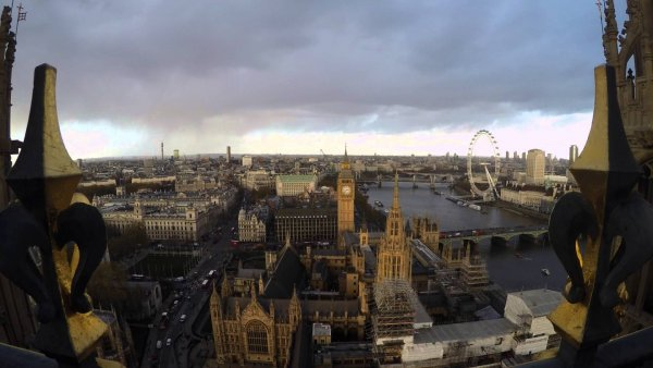 Stunning Timelapse of a Rain storm passing over London with rainbow, viewed from the Houses of Parliament – Video