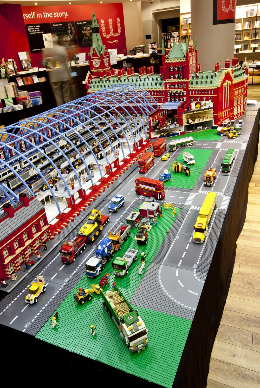 British Man Builds Massive Model of St Pancras International