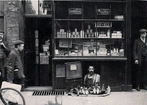 Old London: London's Smallest Shop in 1900