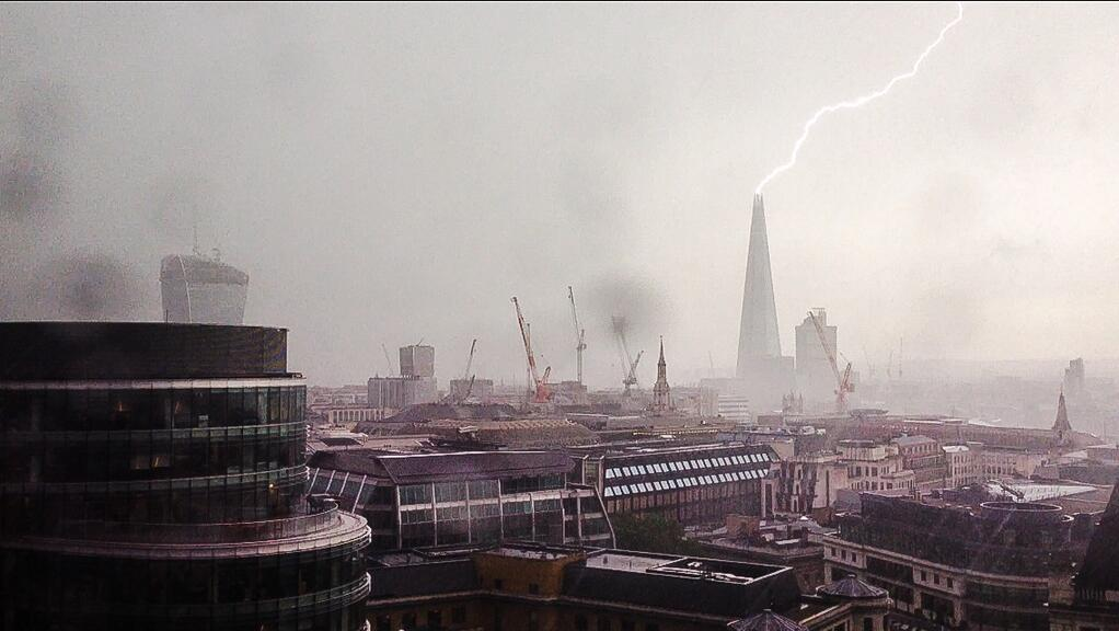 Photo: Check Out This Amazing Photo of Lightning Striking the Shard Tower Taken Today