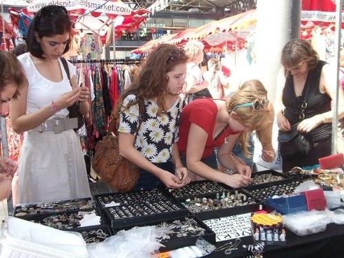 Pop-Up-Vintage-Fairs-in-Londons-Old-Spitalfields-market-1