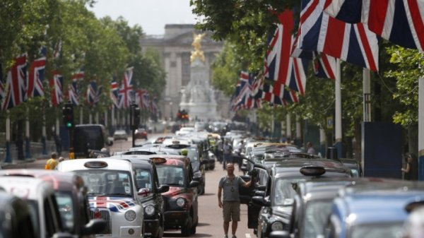 Black Taxis: Iconic London Taxi Drivers Hold Massive Strike in Trafalgar Square – What's It All About?