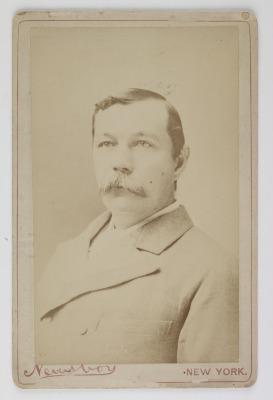 Carte de visite, 'Arthur Conan Doyle', New York, undated. © Museum of London