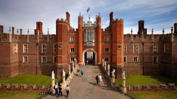 Fit for a King: 10 Interesting Facts and Figures about Hampton Court Palace