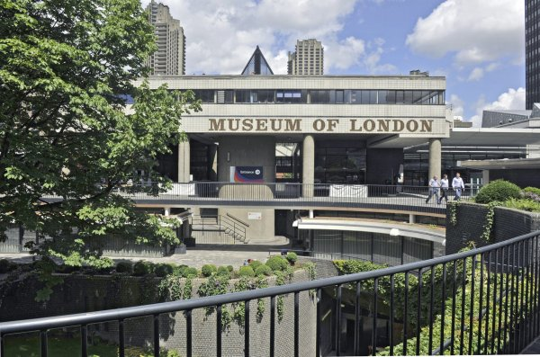 Front view of the Museum of London  Location: MOL General View: Exterior Date: 2011