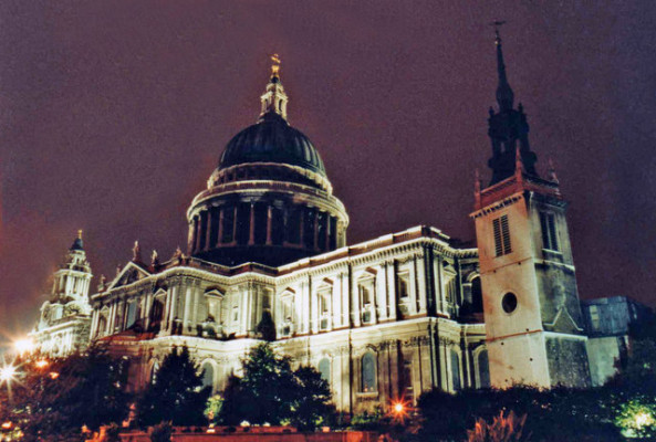 St_Paul's_Cathedral_at_Night,_London_-_geograph.org.uk_-_726613