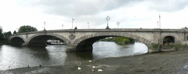 Kew_Bridge_in_London_2007_Sept_21