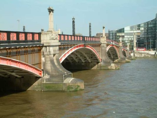 Lambeth_Bridge_upstream_side1