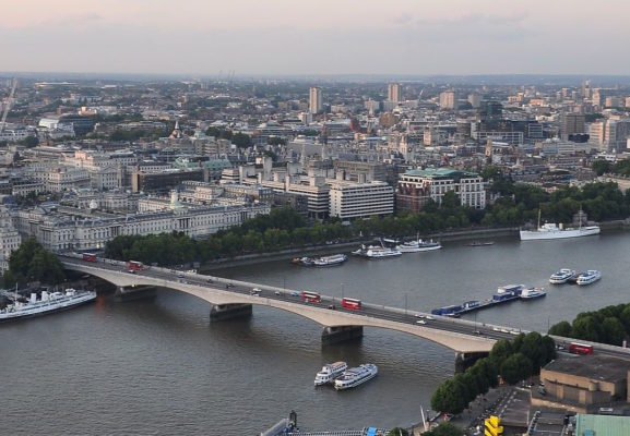 River_Thames_and_Waterloo_Bridge,_London-17Aug2009
