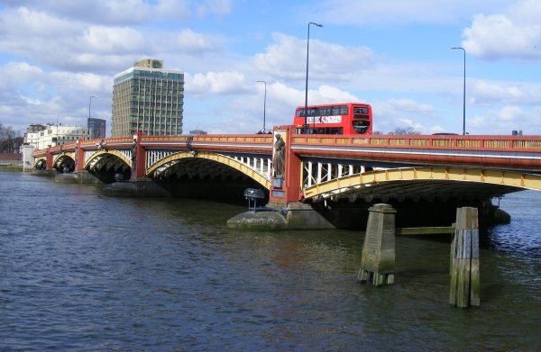 Vauxhall_Bridge_London_-_geograph.org.uk_-_1752640