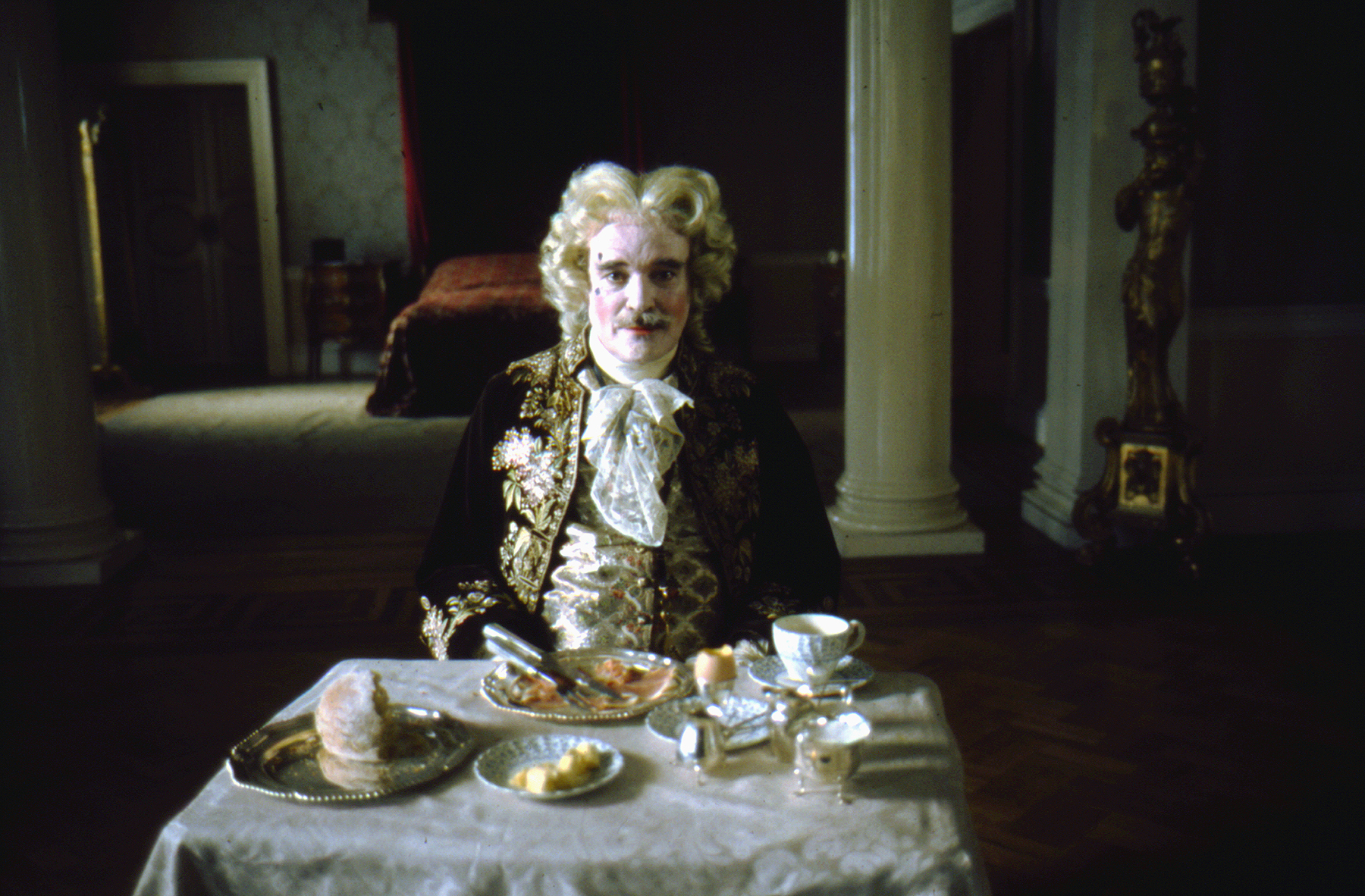 Barry Lyndon, directed by Stanley Kubrick (1973-75; GB/United States). The Chevalier de Balibari (James Magee). © Warner Bros. Entertainment Inc.